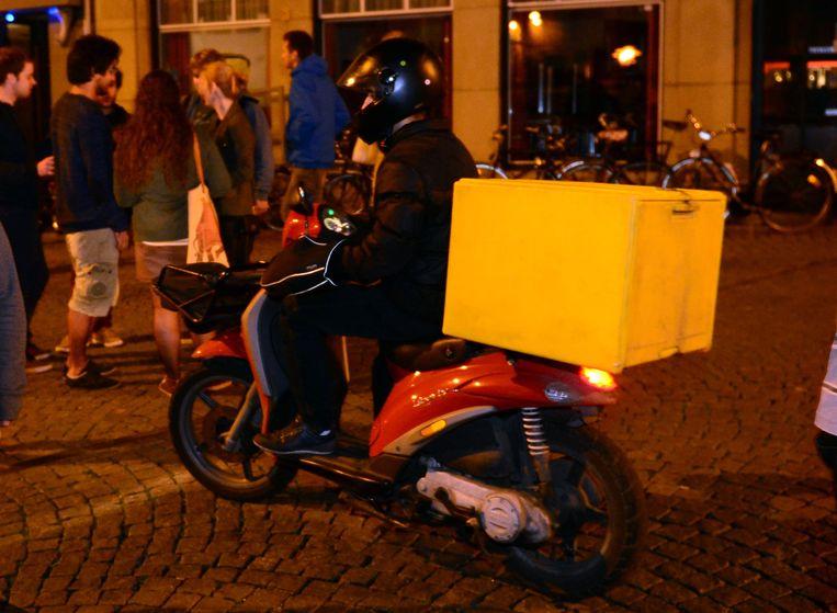 pizzakoerier op de Grote Markt in Leuven