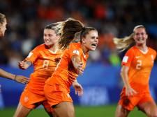 Martens schiet Oranje met late strafschop naar kwartfinale WK
