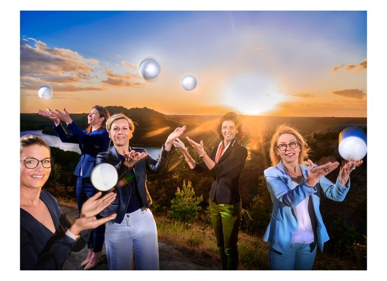 Bestuursleden van Unizo Livia: Ruth Janssens, Kim Vaessen, Ann Draye, Hilde Peerlings en Fabienne Wirix.