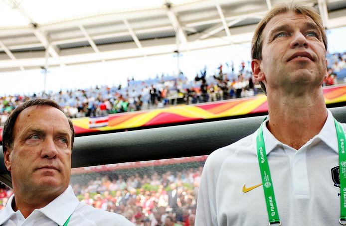 Pim Verbeek (rechts) naast Dick Advocaat tijdens hun periode bij Zuid-Korea.