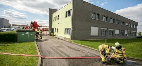 Onkruid in brand bij kantoorgebouw in Andelst