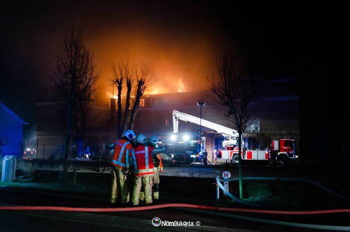 De brand van het voormalige KTA-gebouw in De Panne was ronduit verwoestend.