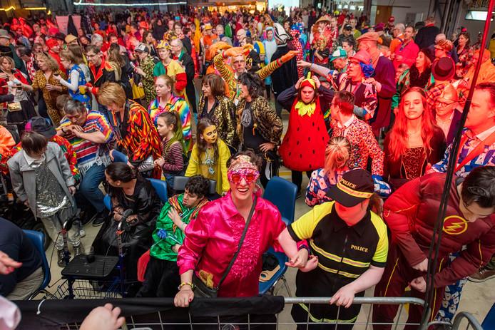 Het jaarlijks terugkerende groot Kiekendievenbal voor lichamelijk en verstandelijk gehandicapten vond op 8 februari weer plaats op militaire vliegbasis Gilze-Rijen.
