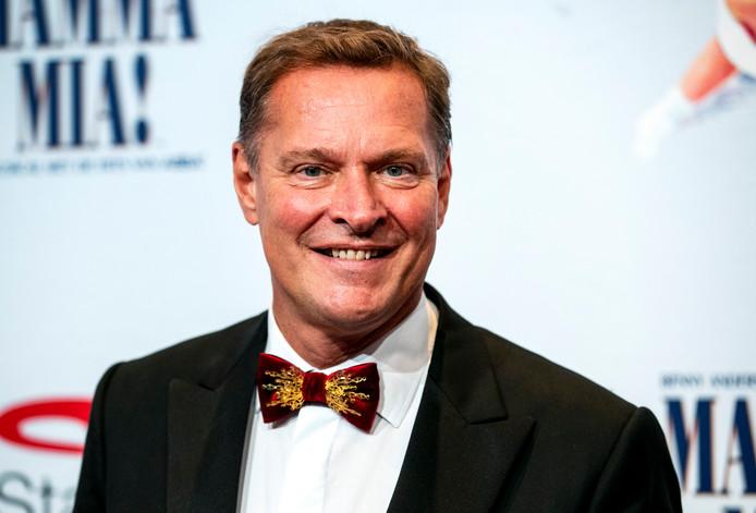 HILVERSUM - AD-recensent Angela de Jong is positiever over RTL gaan schrijven sinds de zender een strategische overeenkomst heeft gesloten met AD-uitgever De Persgroep. Dat stelde analist Albert Verlinde dinsdag in de uitzending van 6 Inside.