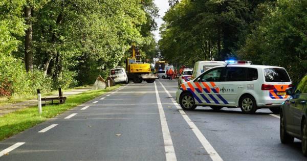 Verkeersregelaar (51) op motor overlijdt na aanrijding met shovel