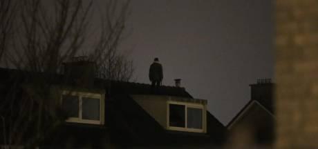 'Man met bijl' in Arnhem klom onder invloed het dak op na relationeel conflict