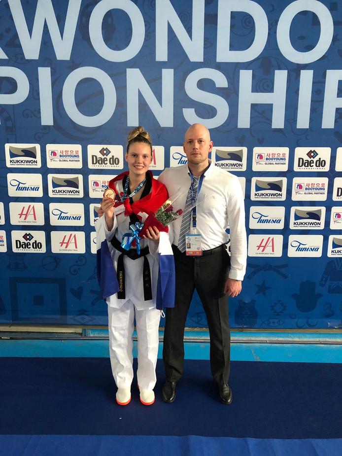 Van Droffelaar met haar bronzen medaille