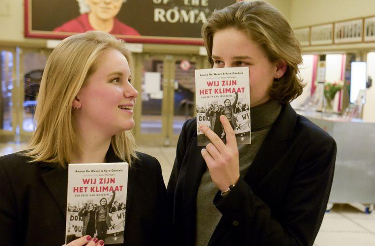 Kyra Gantois naast haar boezemvriendin Anuna De Wever.