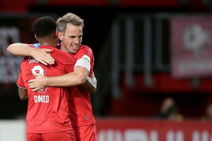 Danilo en Wout Brama vieren een treffer van FC Twente.