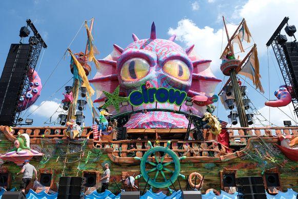 De enorme poppen, bizarre personages, stuiterende inflatables, indrukwekkende steltenlopers en enorme chaos en tonnen confetti zijn er ook dit jaar weer bij.