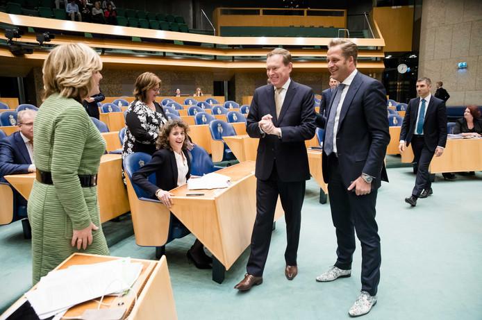 Minister Bruno Bruins voor Medische Zorg (VVD) en minister Hugo de Jonge van Volksgezondheid.