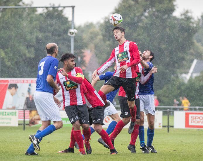 Beeld uit het duel tussen VC Vlissingen en Zeelandia Middelburg, tijdens de Borsele Sloepoort Cup van 2019.