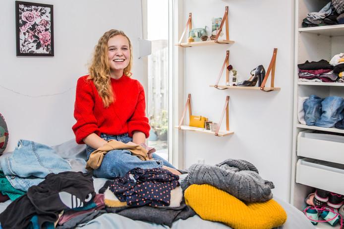 Met 65 euro per maand kan Kiki best duurzame kleding kopen.