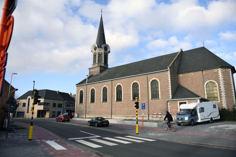 Burgemeester Hans Eyssen en directeur Kim Geens zijn tevreden met de werken in centrum Nieuwrode.