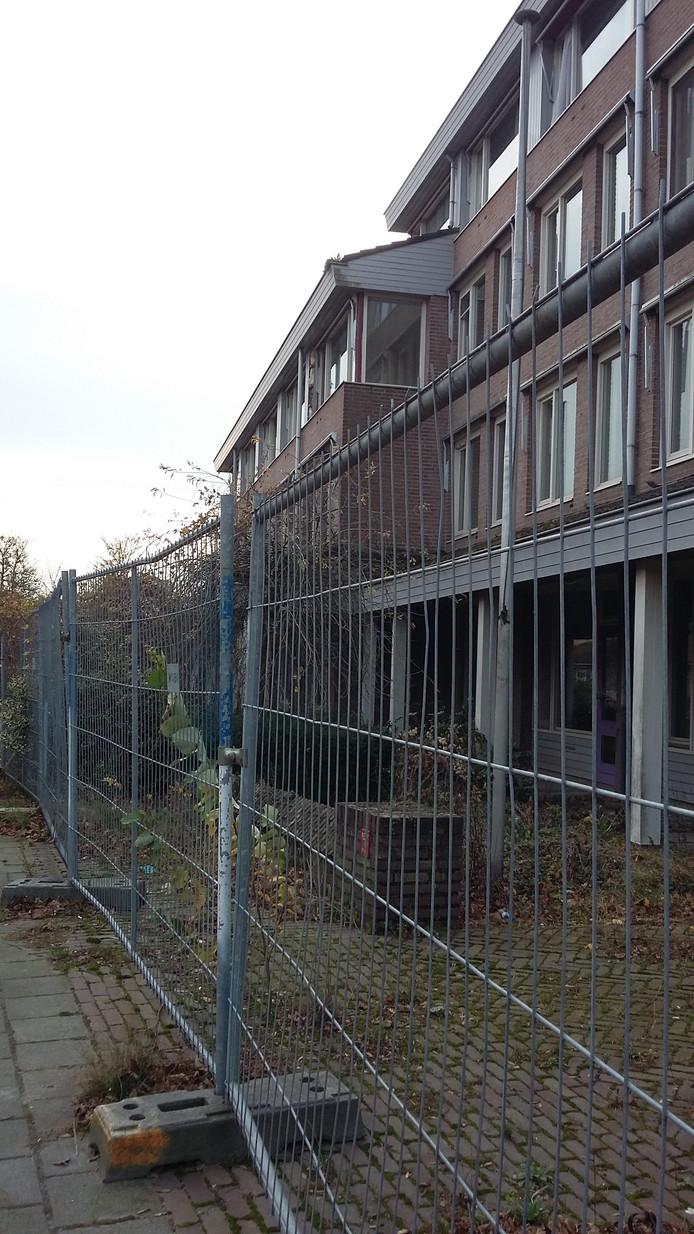 Het vervallen oude bejaardenhuis Berlerode.