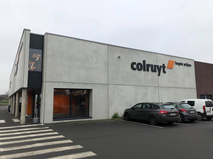 Het koppel sloeg telkens toe in filialen van Colruyt.