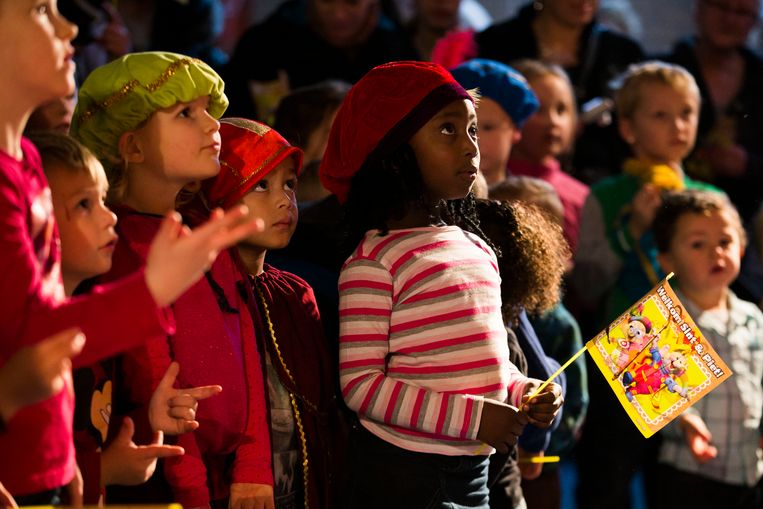 Kinderen verkleed als piet op een sinterklaasfeest in Groningen.  Beeld ANP
