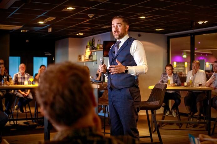 Klaas Dijkhoff vindt dat politiek en cabaret prima samengaan.