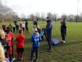 Clinic in Oostburg: 'Jeugd mag gelukkig nog wel voetballen'