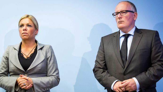 Minister van Defensie Jeanine Hennis-Plasschaert (links) en minister van Buitenlandse Zaken Frans Timmermans.