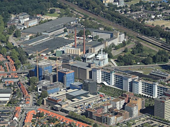 De gebieden Strijp-S (voorgrond) en Strijp-T tonen de geschiedenis van Eindhoven. foto Ronald Otter