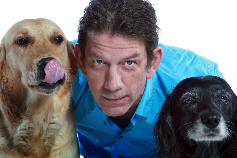 """Chris Dusauchoit, bekend van het één-programma 'Dieren in Nesten', geeft een lezing over zijn boek """"Honden zoals ze echt zijn""""."""