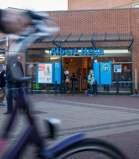Bij elke supermarkt is coronaproof winkelen weer anders: 'Gezellig winkelen is er niet meer bij'