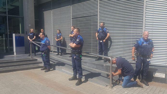 De boa's voerden actie bij het Stadskantoor in Den Bosch.