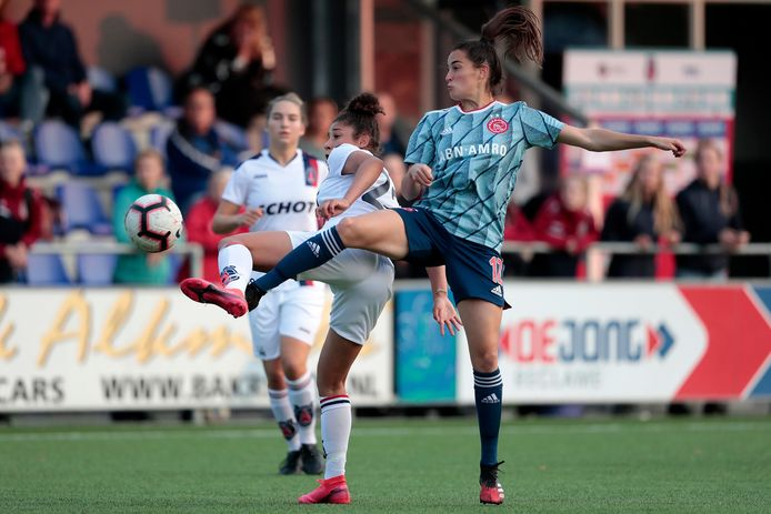 Ajax-speelster Caitlin Dijkstra in de wedstrijd tegen vv Alkmaar.