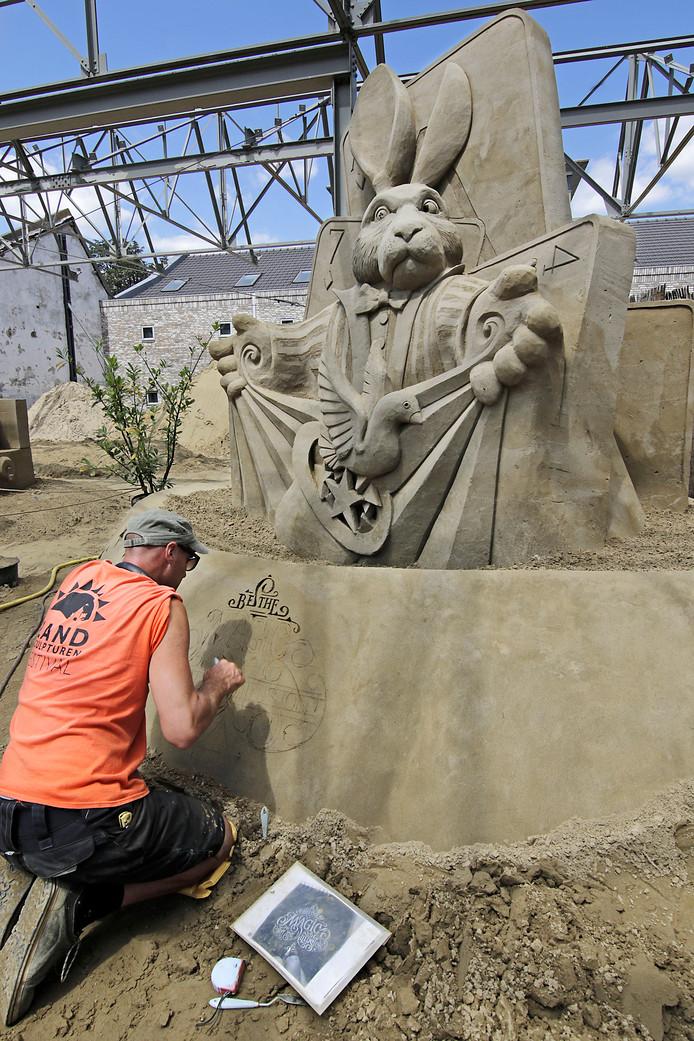 Beeld van het Zandsculpturen Festival in Oss.