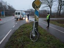 Fietser aangereden door busje bij Ommen