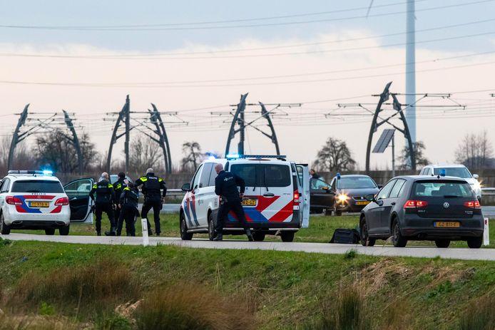 Politie op de snelweg bij Ochten.