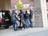 Arrestatieteam valt gebouw op Strijp-S binnen, twee personen geblinddoekt afgevoerd
