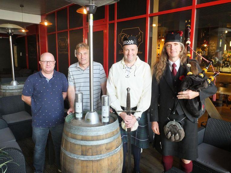De organisatie van het Petegems whiskypaviljoen.