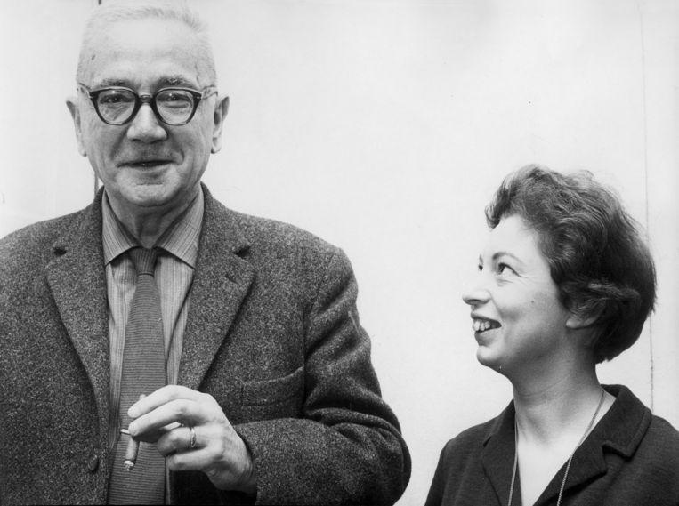 Mieke van der Hoeven met haar man Simon Vestdijk in 1965. Beeld Hollandse Hoogte / Spaarnestad Photo