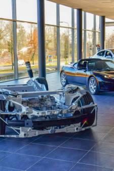 Verkoop elektrische auto's van Tesla vanuit nieuwe ruime vestiging in Eindhoven