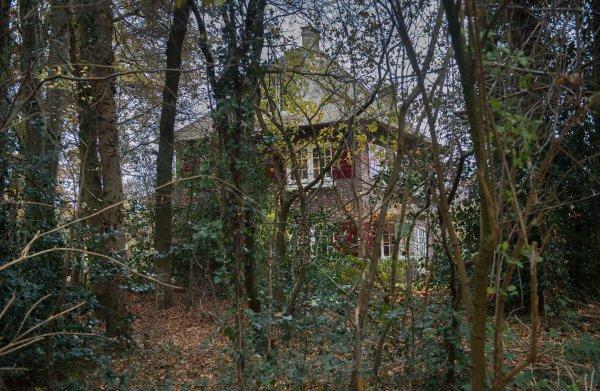 Roxane van Iperen dook in de geschiedenis van haar villa, die in WO II diende als 'commune van verzet'