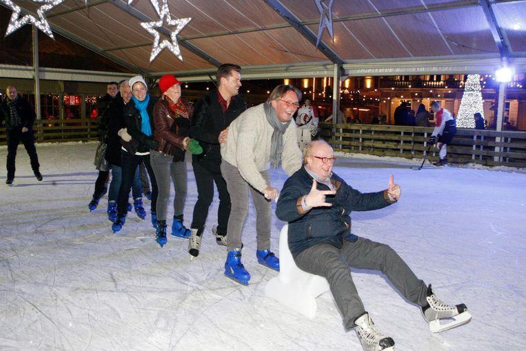 Dolle pret bij stadsbestuur en mensen van handelaarsvereniging Kwixx bij de opening van de schaatspiste vorig jaar.