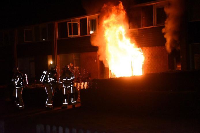Beeld van de brand aan de Palestrinastraat in Almelo.