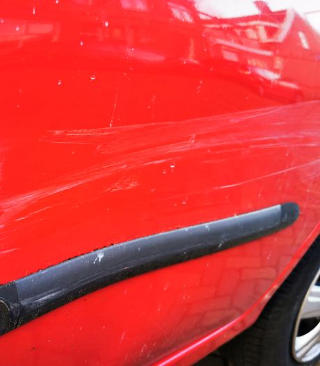 Zes auto's beschadigd in Nieuw-Krispijn, daders spoorloos