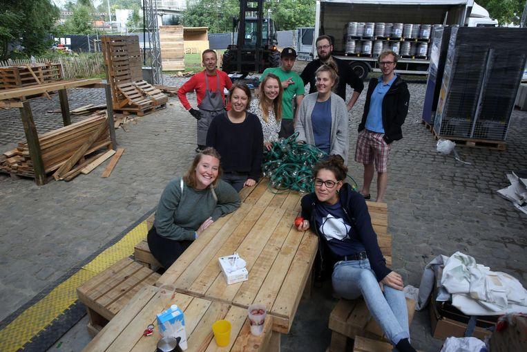 De organisatoren zijn al sinds vorige week aan de slag om het park van Buizingen om te vormen tot festivalsite.