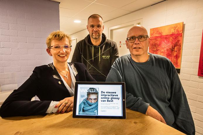 V.l.n.r. Yvonne van Beek, Marco Aberson en Jos van Spelde van het nieuwe interactieve magazine 'Van Alles' in Best