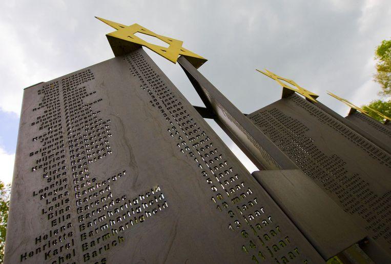 Het Kindergedenkteken in Kamp Vught. Op het gedenkteken staan de namen en de leeftijden van de 1.269 joodse kinderen die tijdens de Tweede Wereldoorlog zijn weggevoerd met de kindertransporten. Beeld anp
