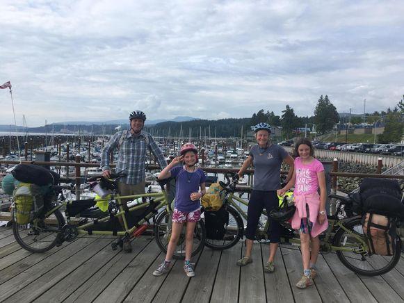 De familie Liefsoens-Tholen vertrok vorig jaar in Canada, en fietst momenteel al door Columbia