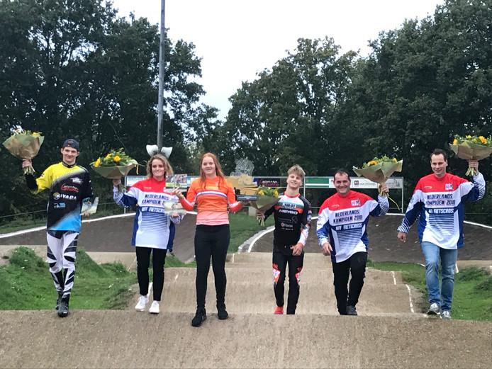 Van links naar rechts: Jane Raecq, Rody van de Heuvel, Lissi van Schijndel, Tim Goossens, Christian Verhagen en Auke Jacobs.