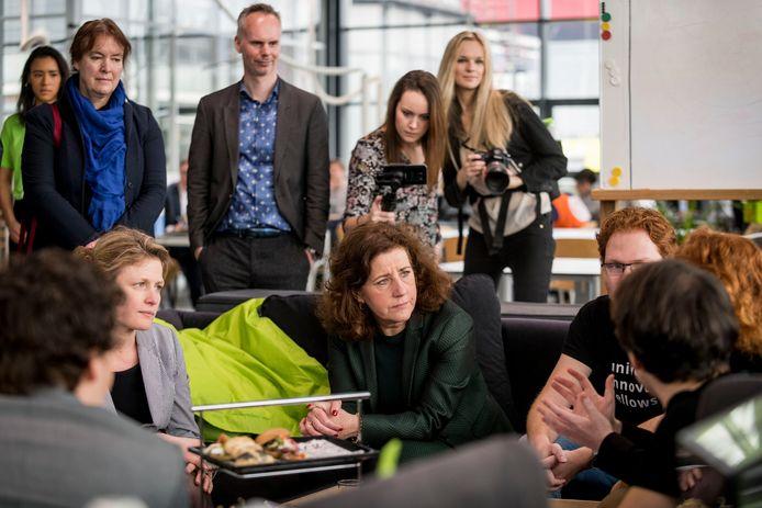 Onderwijsminister Van Engelshoven bezocht de Universiteit Twente.