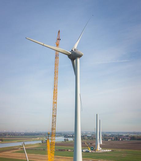 Windmolens langs N11 en de snelwegen