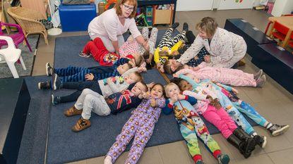 Leerkrachten én leerlingen in pyjama naar school
