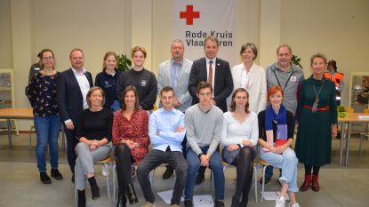 Rode Kruis Deinze leidt 22 nieuwe cursisten op