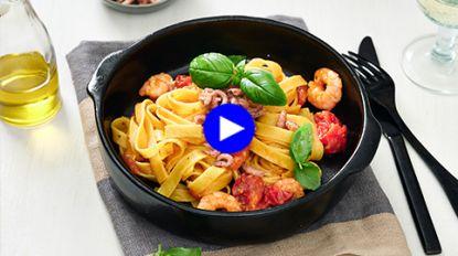 Simpel, snel en o zo lekker: pasta met witte wijn en garnalen van Claudia en Pino uit 'Mijn Keuken, Mijn Restaurant'